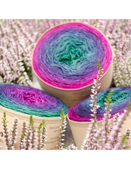 Hand-dyed gradient yarn Bilum Pukpuk