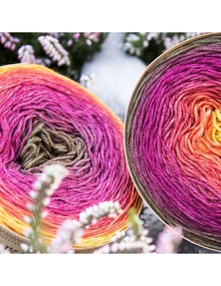 Hand-dyed gradient yarn Bilum Slika