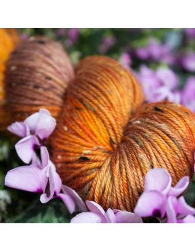 Nina Hand Dyed Yarns Donegal DK Farbe...